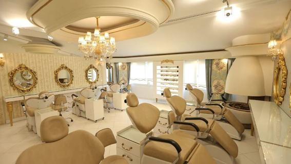 آرایشگاه زنانه قیچی طلایی