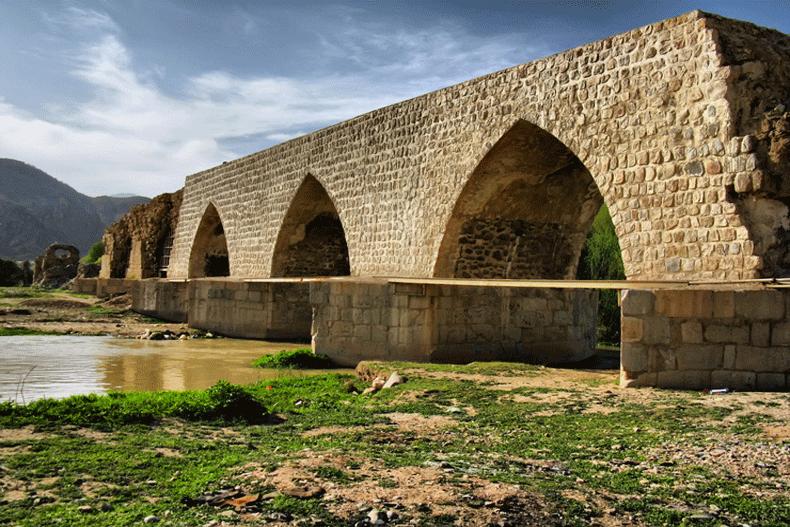 بناهای تاریخی استان لرستان را بشناسید